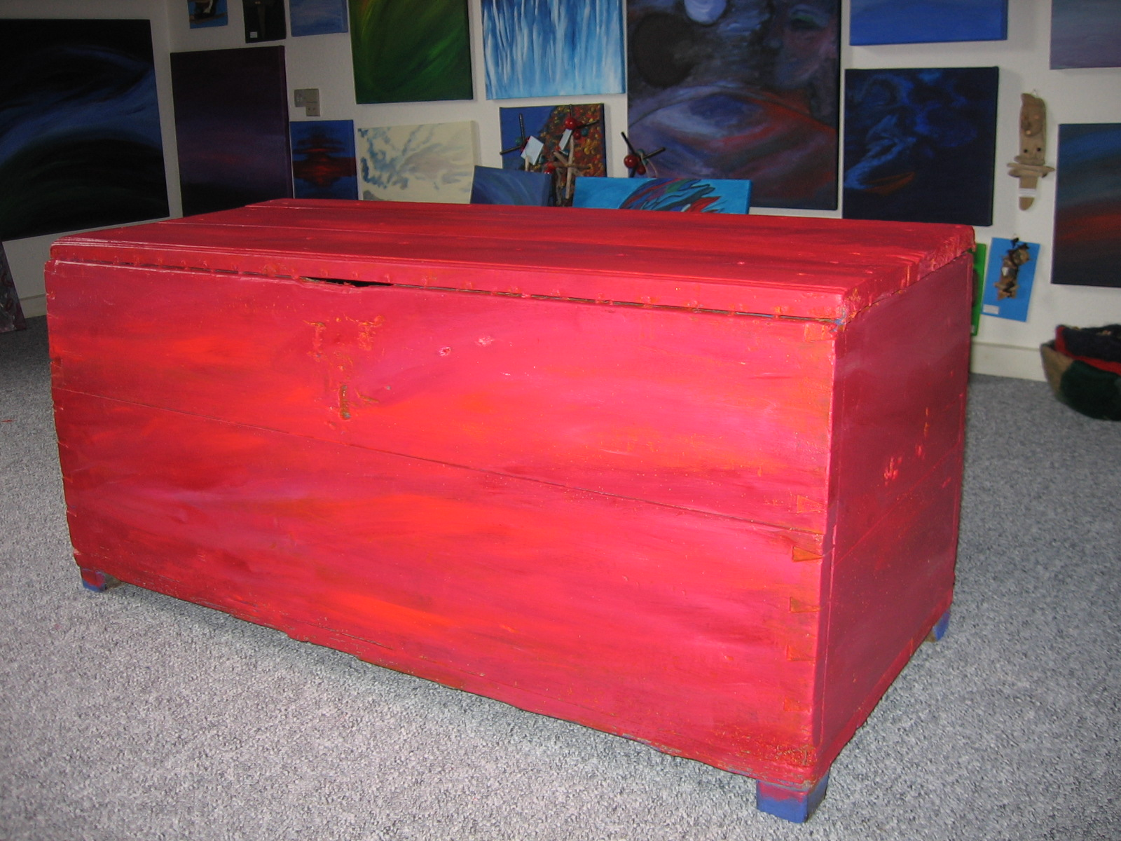 Painted wooden chest, about XIX century, antiquite 2000 DKK